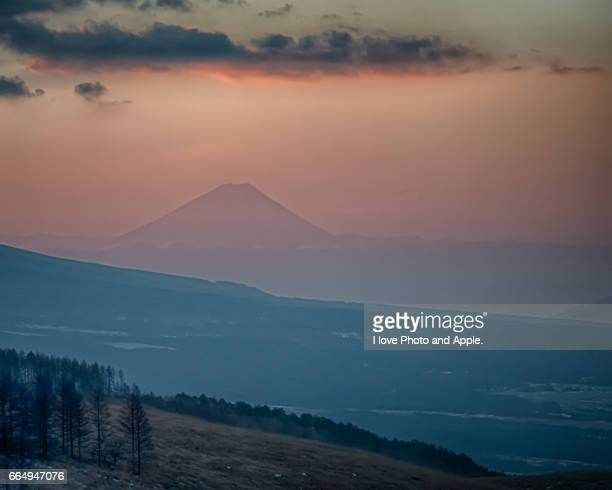 fuji in the orange sky - 一月 stock pictures, royalty-free photos & images