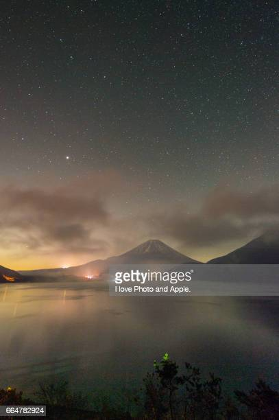 fuji in the starry sky - 雪 stock pictures, royalty-free photos & images