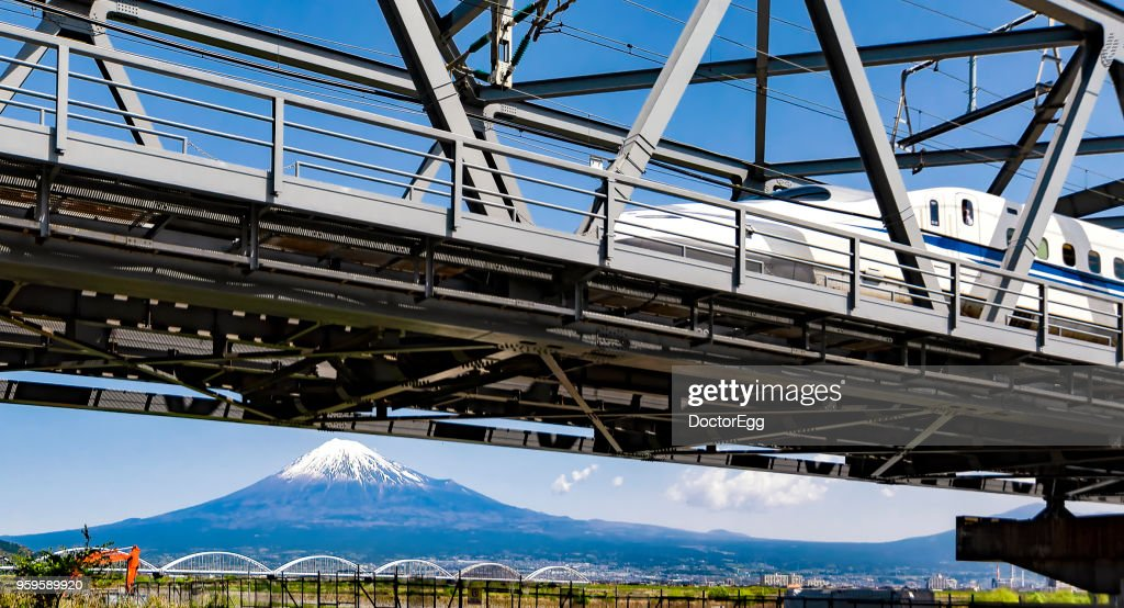 Fuji Mountain and High Speed Bullet Train with Blue Sky : Stock-Foto