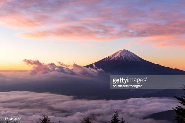 fuji mountain and the mist in autumn at beautiful sunrise, lake kawaguchiko,yamanashi,japan. mount fuji is the highest mountain in japan. - shizuoka stock pictures, royalty-free photos & images