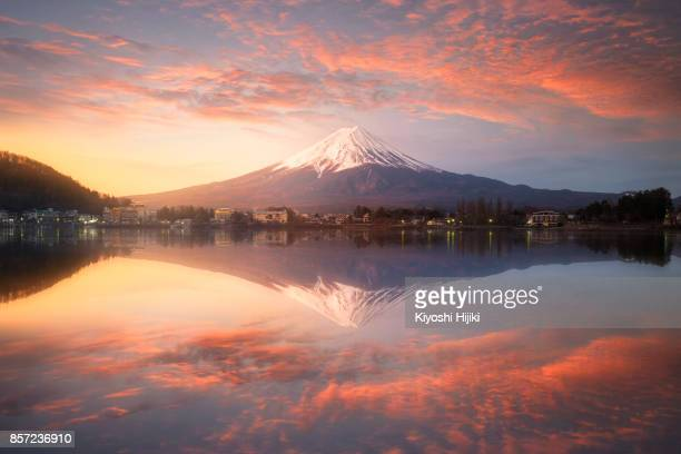 fuji mountain at kawaguchiko lake, japan - yamanashi prefecture stock pictures, royalty-free photos & images