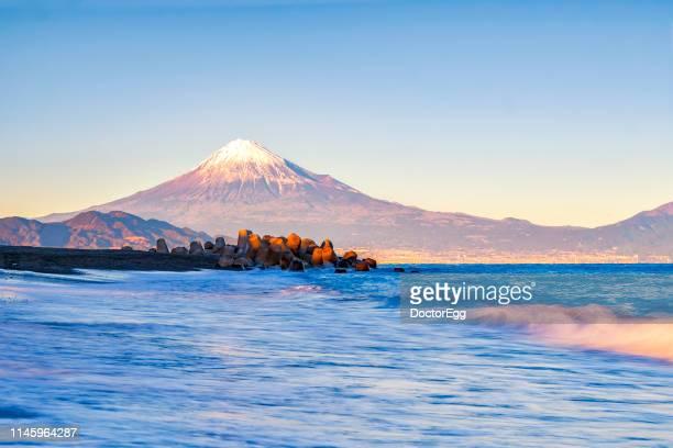 fuji mountain at miho no matsubara beach, shizuoka, japan - 静岡県 ストックフォトと画像