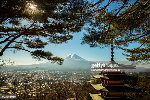 fujisan (mt. fuji), kawaguchiko japan - shinto shrine stock pictures, royalty-free photos & images