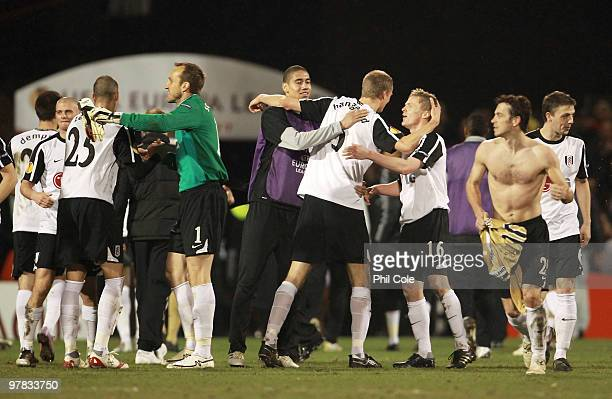 Fulham players celebrate victory after the UEFA Europa League Round of 16 second leg match between Fulham and Juventus at Craven Cottage on March 18...