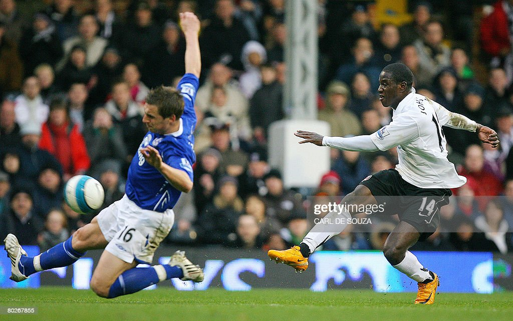 Fulham's Eddie Johnson (R) shoots past Everton's Phil Jagielka during their Premiership match at Fulham's Craven Cottage Stadium on March 16, 2008. AFP PHOTO/CARL DE SOUZA --- Mobile and website use of domestic English football pictures are subject to obtaining a Photographic End User Licence from Football DataCo Ltd Tel : +44 (0) 207 864 9121 or e-mail accreditations@football-dataco.com - applies to Premier and Football League