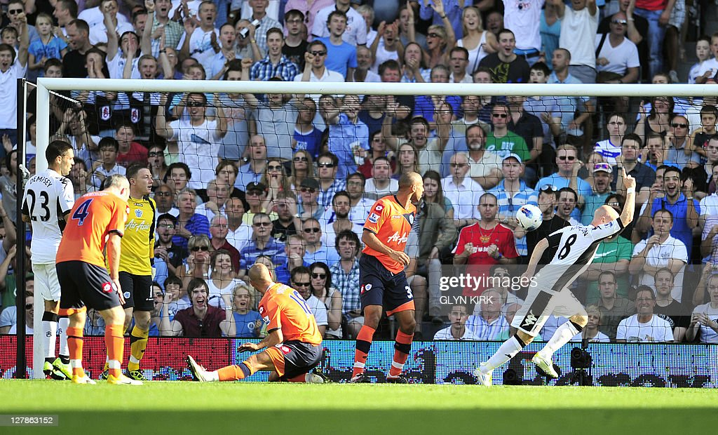 Fulham's English striker Andy Johnson ce : News Photo