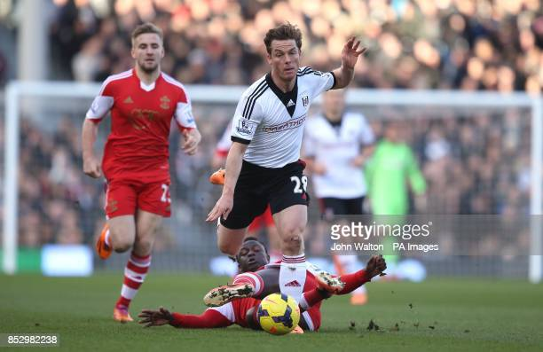 Fulham's Scott Parker and Southampton's Victor Wanyama battles for possession of the ball during the Barclays Premier League match at Craven Cottage...