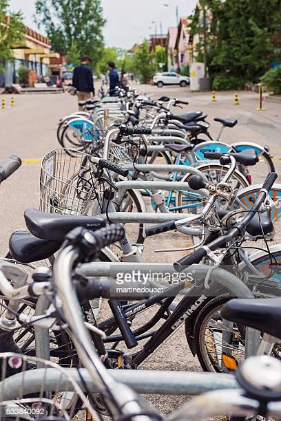 """pagamento cremalheira para bicicleta, espace darwin bordeaux, frança. - """"martine doucet"""" or martinedoucet - fotografias e filmes do acervo"""