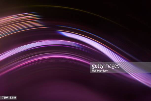 full frame abstract image of purple light trails against black background - listrado - fotografias e filmes do acervo