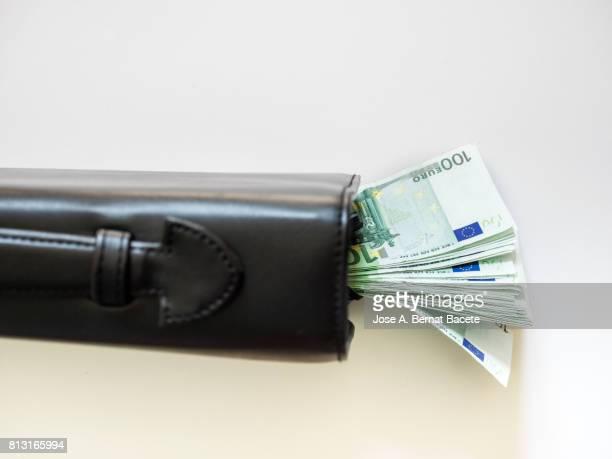 full frame business black briefcase with heaps of tickets of euro - tax fraud stock-fotos und bilder