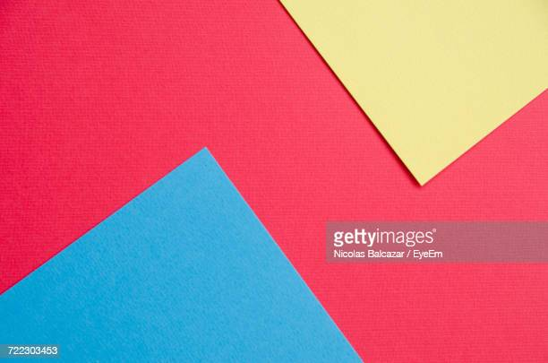 full frame image of multi colored papers - colorido imagens e fotografias de stock