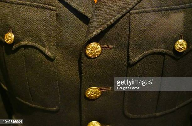 full frame of a formal military uniform - uniforme militar - fotografias e filmes do acervo