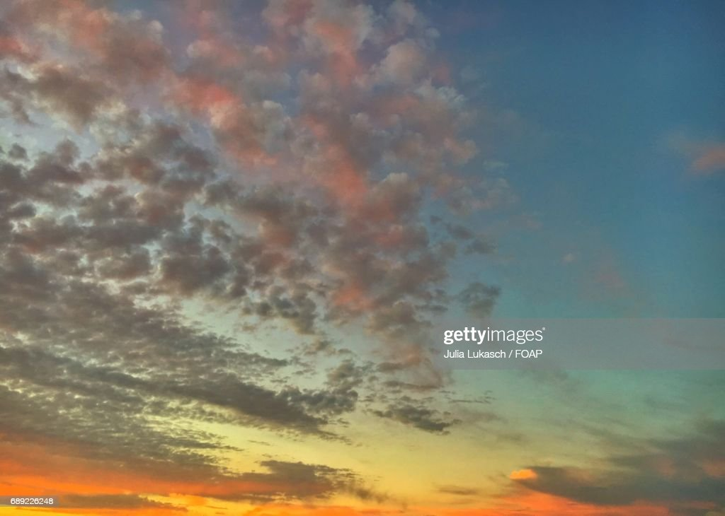 Full frame of cloudy sky : Stock Photo