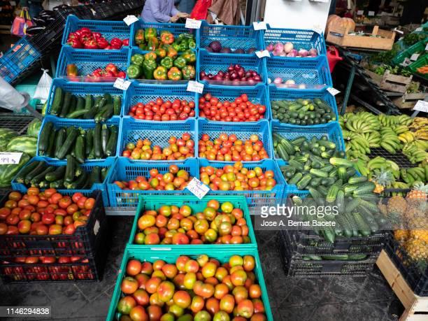 full frame of fresh  fruit and vegetable in a position of market. - precio fotografías e imágenes de stock