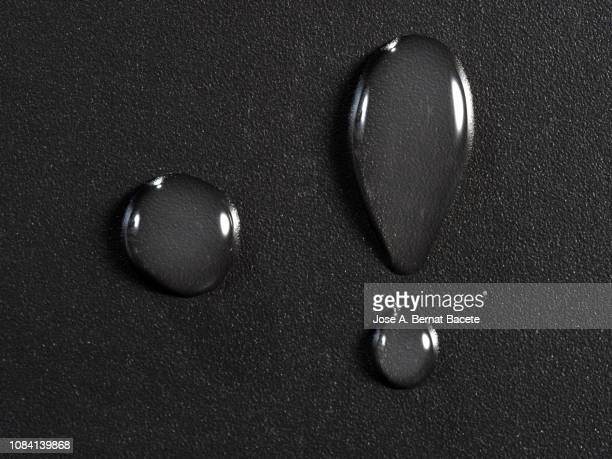 full frame of the textures formed by the bubbles and drops of water on a black color background. - 露 ストックフォトと画像