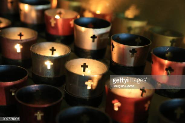 full frame of votive candles - cero foto e immagini stock