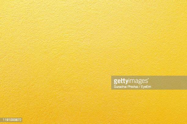 full frame shot of abstract pattern - jaune photos et images de collection