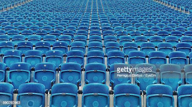 full frame shot of bleachers in stadium - empty bleachers stockfoto's en -beelden