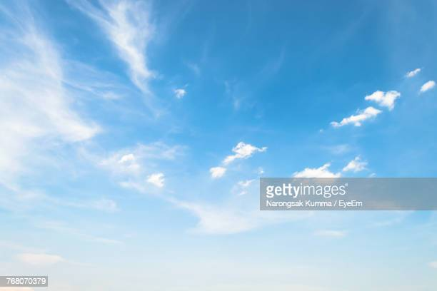 full frame shot of blue sky - cielo foto e immagini stock