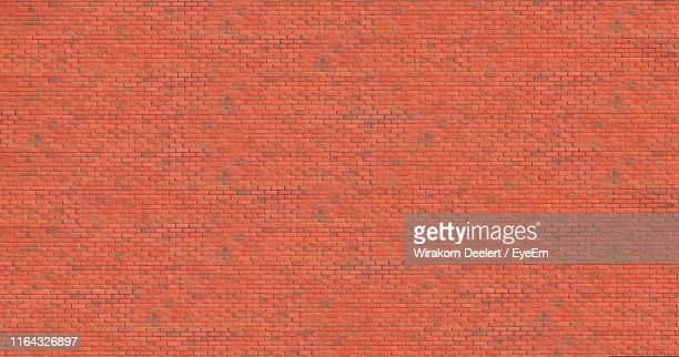 full frame shot of brick wall - mattone foto e immagini stock