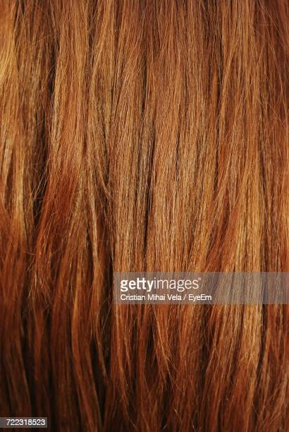 full frame shot of brown hair - steil haar stockfoto's en -beelden