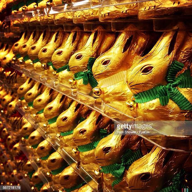 full frame shot of chocolate bunnies - osterhase stock-fotos und bilder