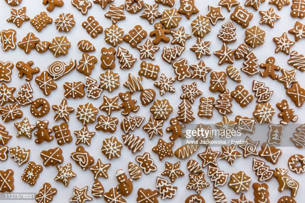 full frame shot of christmas cookies on table - gingerbread cookie stock pictures, royalty-free photos & images