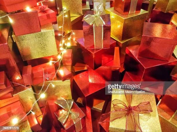 full frame shot of christmas presents - shaifulzamri stock pictures, royalty-free photos & images