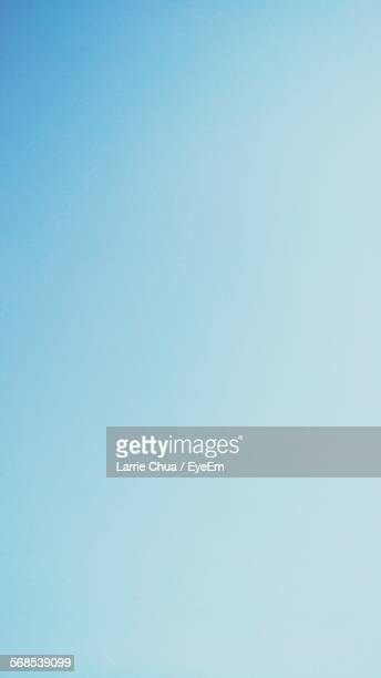 full frame shot of clear blue sky - heldere lucht stockfoto's en -beelden