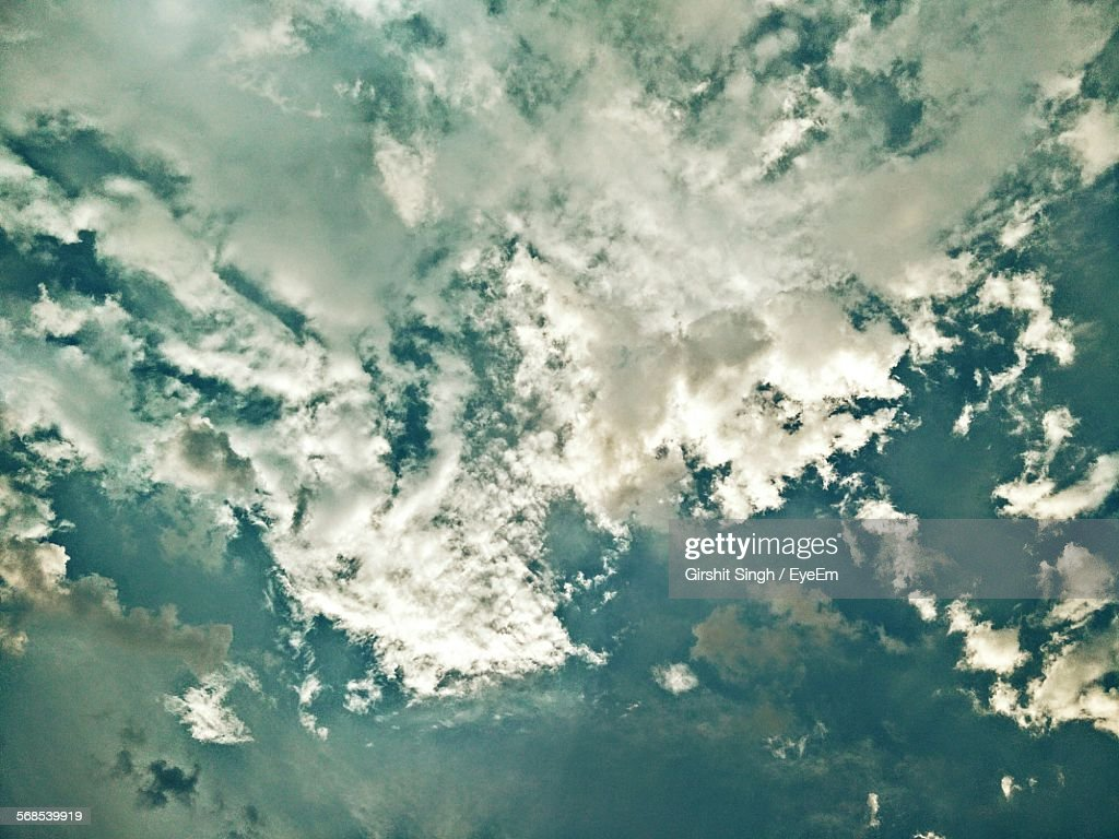 Full Frame Shot Of Cloudy Sky : Stock Photo