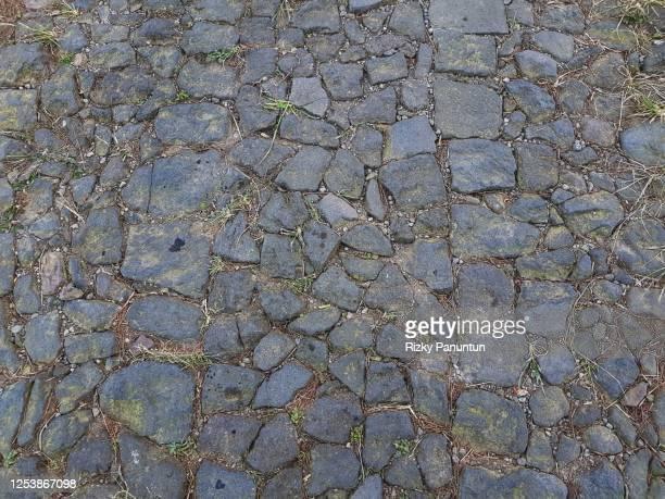 full frame shot of cobblestones - adoquinado fotografías e imágenes de stock