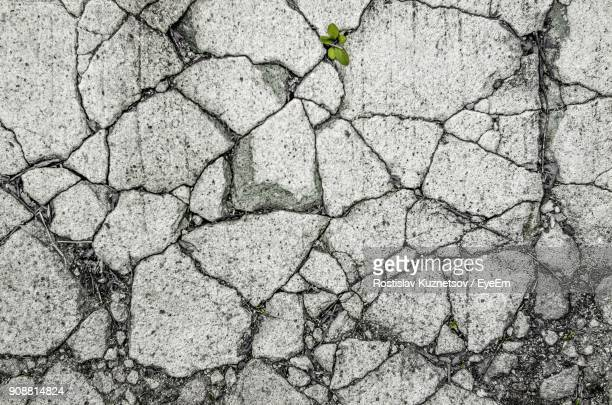 full frame shot of cracked wall - deterioration stock pictures, royalty-free photos & images