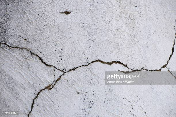 full frame shot of cracked wall - cracked stock pictures, royalty-free photos & images