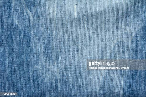 full frame shot of denim - spijkerbroek stockfoto's en -beelden