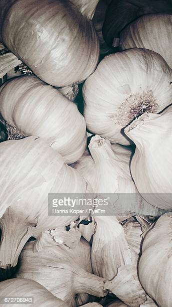 full frame shot of garlic bulbs - koper stock photos and pictures