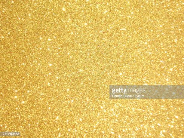 full frame shot of golden background - gold background - fotografias e filmes do acervo
