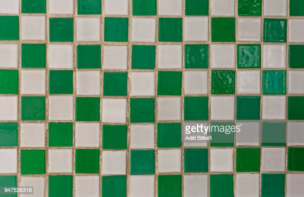 full frame shot of green and white mosaic tiles - fliesenboden stock-fotos und bilder