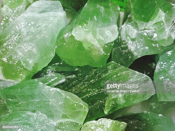 full frame shot of green gemstones - quartzo - fotografias e filmes do acervo