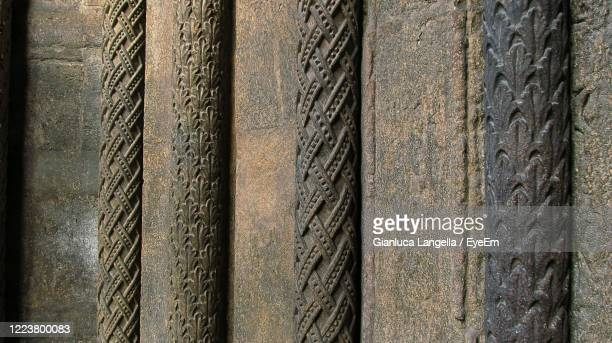 full frame shot of lateral ornamental column in stephansdom entrance, vienna - gianluca langella imagens e fotografias de stock