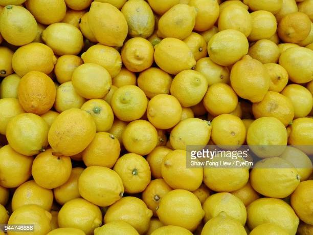 full frame shot of lemons - zitrone stock-fotos und bilder