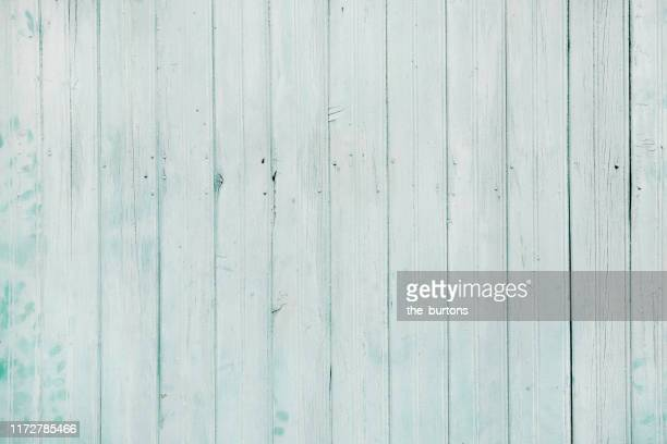 full frame shot of light turquoise painted wooden wall - hell leuchtkraft stock-fotos und bilder