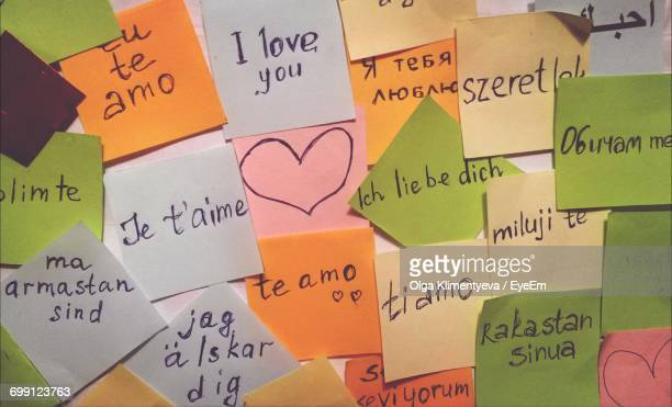 full frame shot of love texts on sticky notes - scrittura non occidentale foto e immagini stock