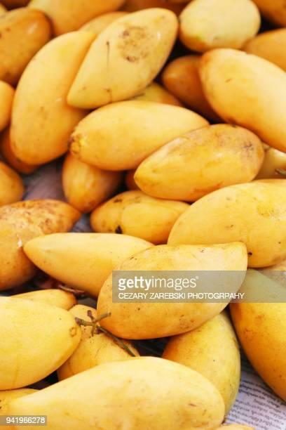 full frame shot of mangoes - 果肉 ストックフォトと画像