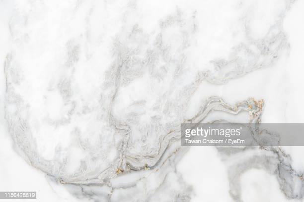full frame shot of marble floor - marbre blanc photos et images de collection