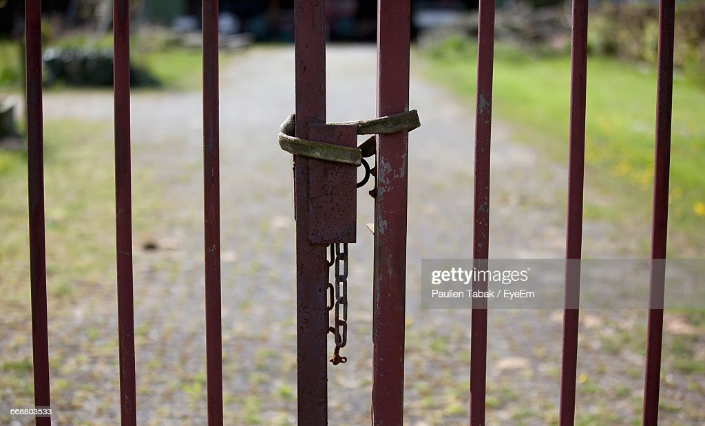 Full Frame Shot Of Metal Gate : Stockfoto