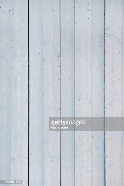 full frame shot of painted wooden wall - leuchtkraft stock-fotos und bilder