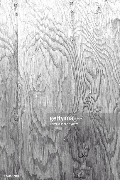 full frame shot of patterned wooden wall - tomiko inoi ストックフォトと画像