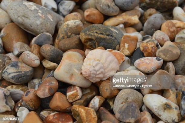 full frame shot of pebbles - bognor regis stock pictures, royalty-free photos & images