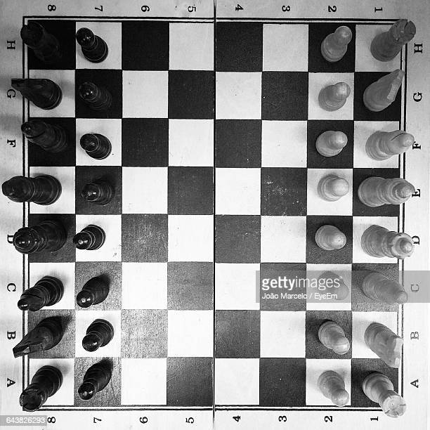 full frame shot of pieces arranged on chess board - tabuleiro de xadrez imagens e fotografias de stock