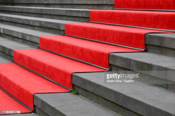 full frame shot of red and gray steps - roter teppich stock-fotos und bilder